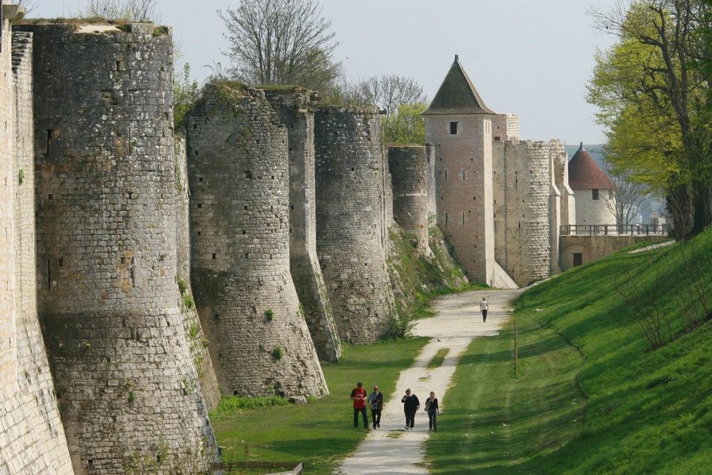Remparts-c-OT-Provins-photo-JF-Benard